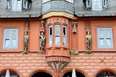 Detail vom 1494 erbauten Kaiserworth, ehem. Gildehaus der Tuchhändler in Goslar - jetzt Hotel und Restaurant.