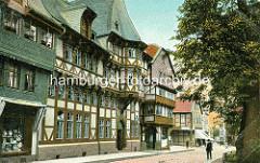 Farbige Fotografie, coloriertes historisches Bild von der Marktstrasse in Goslar - Wohnhäuser, Geschäftshaus - Schindelfassade, Schindeldach.