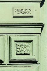 Hinweisschild mit dem Namen des Architekten C. Hintzpeter an der Hausfassade - geplanter Abriss für März 2016 - Gründerzeithäuser in der Breiten Strasse, Altona Altstadt.