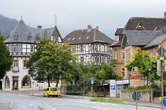 Wohn- und Geschäftshäuser; Backsteingebäude und mehrstöckige Fachwerkvillen - Astfelder Strasse in Goslar.