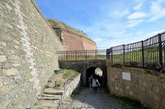 """Mauern der Festung Glatz. Das """"castellum Cladsko"""" wurde erstmals im Jahr 981 erwähnt. Es war eine gegen Polen gerichtete Grenzburg."""