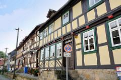 Strassenzug mit Fachwerkhäusern in Blankenburg - Herbergsmuseum; historische Gesellenherberge - Fachwerkhaus von 1684.