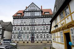 Fachwerkgebäude am Frankenberger Plan in Goslar - re. das Hospital Kleines Heiliges Kreuz, 1394 erstmalig erwähnt.