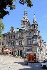 Seitenansicht Rathaus in Kłodzko / Glatz; Baustil Neorenaissance, errichtet 1890 - Architekt Ewald Berger.