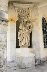Skulptur im Säulengang der Domprobstei in Halberstadt.