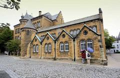 Ehem. Realschule am Hohen Weg in Goslar - Natursteinbau mit Schiefereindeckung.