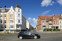 Wohnhäuser in Halberstadt - historische Architektur; gelber und roter Klinker.