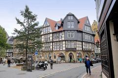 Wohnhäuser in der Goslarer Altstadt - historische Wohnhäuser mit unterschiedlicher Fassadengestaltung - Schilderstrasse.