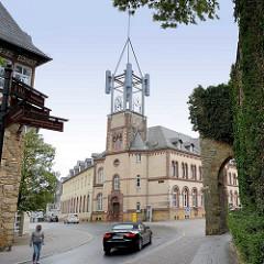Ansicht des Gebäudes der Königlichen Post / Rosentorstrasse, Mauerstrasse in Goslar. Der alte Uhrenturm wurd in den 1970er Jahren wg. angeblicher Baufälligkeit durch eine Stahlkonstruktion ersetzt.