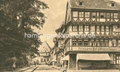 Historisches Bild der Marktstrasse in Goslar - Ladengeschäft, Aufschrift Pelzwaren Hut & Mützen Lager.