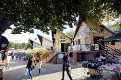 Markt, Verkaufsstände und  Geschäfte in Bolesławiec / Bunzlau - Passanten, MarktbesucherInnen.