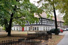 Nebengebäude der Friedenskirche in Świdnica, Schweidnitz; alst größte Fachwerkkirche in Europas steht das Gebäude auf der Weltkulturerbe-Liste der UNESCO. Die Schweidnitzer Kirche wurde nach einem Entwurf des Breslauer Architekten Albrecht von Saebis