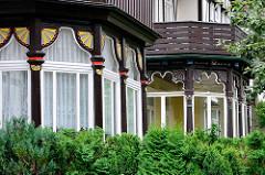 Verglaste Wintergärten - Gründerzeitvilla mit Schnitzerei, colorierte Halbrosetten - Architektur in Goslar / Harz.