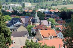 Blick vom Schlossberg auf die Dächer von Blankenburg / Harz.