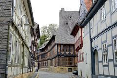 Blick in die Bergstrasse von Goslar - im Hintergrund das Siemens Familien Stammhaus; erbaut 1693 - Bürgerhaus