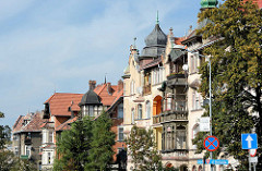 Fassaden mehrstöckiger Gründerzeit / Jugenstilvillen in Kłodzko / Glatz - Baustil der Jahrundertwende / 19. + 20. Jahrhundert.