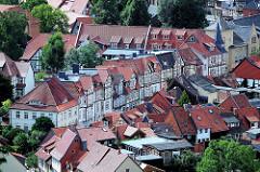 Dächer und Strassenzug mit Fachwerkhäusern in Wernigerode.