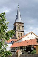 Kirchturm der Kirche St. Sylvestri in Wernigerode - Kirchenumbau im neugotischen Stil 1886.