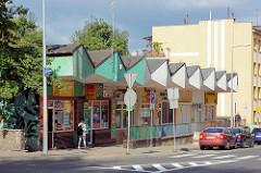 Moderne sozialistische Architektur / Ladenzeile, Geschäfte; Strassenzug in Bunzlau / Bolesławiec.