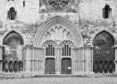 Fassade, Eingang - Dom St. Stephanus und St. Sixtus in Halberstadt.