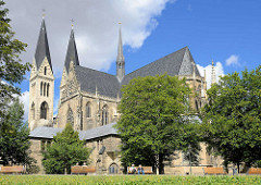 Rückansicht vom Dom St. Stephanus und St. Sixtus in Halberstadt; dreischiffige, hoch- bis spätgotische Basilika über kreuzförmigem Grundriss.