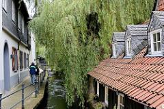 Lauf der Abzucht durch Goslar - gemauerter Flusslauf, dicht am Wasser stehenden Häuser - Alte Mühle.