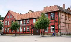 Fachwerkgebäude mit roter Fassade, Pension in Blankenburg