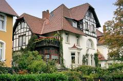 Villa in Goslar / Harz - Balkon und Wintergarten, Fachwerkkonstruktion im Hausgiebe.