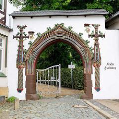 Restaurierter Eingang zum Kloster Frankenberg in Goslar -