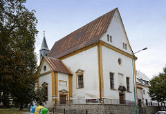 Ehem. Pfarrkirche St. Barbara (Dawny kościół Św. Barbary) in Świdnica / Schweidnitz. Die Kirche  wurde 1500/01 als Stiftung des Johann von Sachkirch errichtet. Nach den Zerstörungen im Dreißigjährigen Krieg wurde sie 1691–1699 wiederaufgebaut. 1565–1