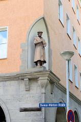 Skulptur Thomas Münzer in Halberstadt - Reformator und Revolutionär; wurde 1513 in der Diözese Halberstadt zum Priester geweiht.