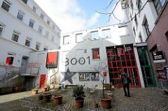 Kino 3001 im Schanzenhof - ehem. Montblanc Gebäude in der Schanzenstrasse / Bartelsstrasse in Hamburg Sternschanze. Zum 31.03.2016 wurden fünf Mietern des Schanzenhofs gekündigt. Darunter ist das Alternativ-Hotel Schanzenstern mit Biorestaurant.