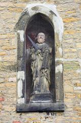 Skulptur  in einer Nische in der Mauer vom Werderhof in Goslar.