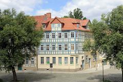 Historische Architektur in Halberstadt - Bakenstrasse / Unter den Weiden, Wohnhaus mit Fachwerkgiebel / Obergeschoss.