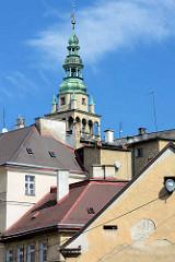 Dächer in  Kłodzko Glatz; Rathausturm mit Kupferkuppel - Wetterfahne.