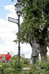 Skulptur / Bronzestatue Laternenanzünder - Denkmal Gründung der Stadtwerke in Wernigerode 1863