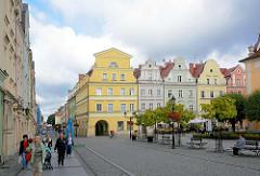 Barocke Bürgerhäuser am Ring in Bunzlau / Bolesławiec; Wiederaufbau nach den Zerstörungen im II. Weltkrieg.
