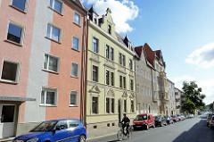 Architektur in Halberstadt - Wohnblocks in unterschiedlichem Baustil / Architektur / Fassadengestaltung.