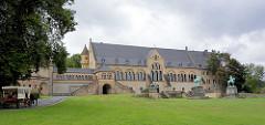 Kaiserhaus der Kaiserpfalz in Goslar - das Gebäude  ist der größte, älteste und zugleich besterhaltene Profanbau des 11. Jahrhunderts in Deutschland. Der Pfalzbezirk gehört seit 1992 gemeinsam mit der Goslarer Altstadt und dem Rammelsberg zum Wel