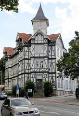 Dreistöckiger Fachwerkbau - Erkerturm, ehem. Hotel Monopol in der Salzbergstrasse von Wernigerode.