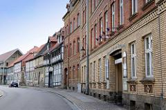 Backsteingebäude, gelber Klinker - Fachwerkhäuser, Westendorf in Halberstadt.