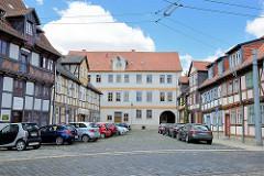 Fachwerkhäuser, parkende Autos - Voigtei in Halberstadt