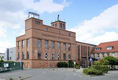 Industriearchitektur - Backsteingebäude Zuckerfabrik in Halberstadt, jetzt Veranstaltungszentrum mit Kino.
