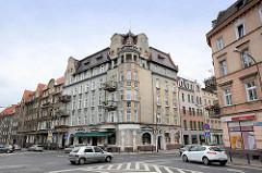 Mehrgeschossiges Wohnhaus - Eckgebäude; Gründerzeitarchitektur in Świdnica / Schweidnitz.