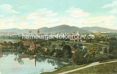 Historisches Panorama der Stadt Goslar mit Kirchtürmen und Stadttor / Stadtbefestigung.
