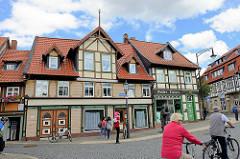 Historische Fachwerkarchitektur in Wernigerode, Kochstrasse; lks. das Kleinste Haus der Stadt - Breite 2,95 Meter, Raumhöhe 1,90 cm - Wohnraum 9 m² groß.