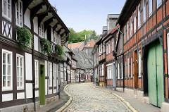 Peterstrasse in der Oberstadt von Goslar - Fachwerkhäuser / Bergarbeiterhäuser aus dem Mittelalter,