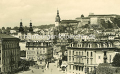 Historisches Bild von Glatz - Blick über die Stadt zur Festung; in der Bildmitte der Rathausturm, lks. die Kirchtürme der Minoritenkirche St. Maria -