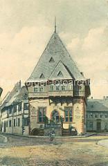 Historische Ansichten aus Goslar - Gildehaus von 1657; Hotel Restaurant Cafe - Mann auf einem Fahrrad / Fahrradfahrer.