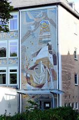 Schulgebäude, Architektur der 1970 er Jahre - Fassadendekor / Mosaik.